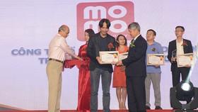MoMo nhận giải thưởng Top 100 sản phẩm dịch vụ Tin và Dùng
