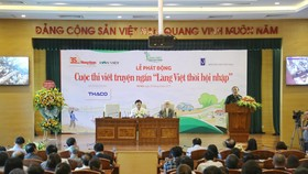 """Nhiều nhà văn Việt rung cảm lớn với """"bèo tấm, hoa dâu"""""""