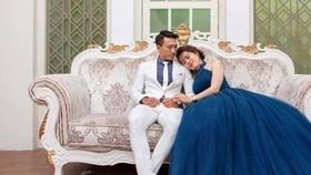 Hai vợ chồng Nguyễn Thành Tâm chụp ảnh cưới.