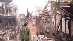 Nổ kho phế liệu ở Bắc Ninh, nhiều căn nhà bị sập