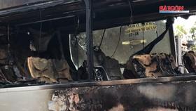 Hàng chục người thoát khỏi xe khách bốc cháy ở TPHCM