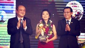 Quả bóng vàng nữ 2016 Huỳnh Như. Ảnh: DŨNG PHƯƠNG