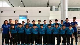Toàn đội tại sân bay Tân Sơn Nhất tối 19-4. Ảnh: ANH TRẦN