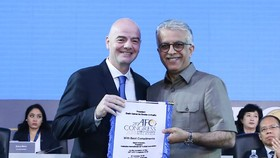 Chủ tịch FIFA Gianni Infantino và Chủ tịch AFC Shaikh Salman bin Ebrahim Al Khalifa. Ảnh: Đoàn Nhật