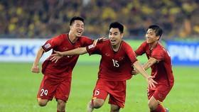 Niềm vui của các cầu thủ Việt Nam sau bàn thắng thứ 2. Ảnh: MINH HOÀNG