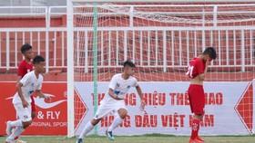 HA.GL khởi đầu bằng chiến thắng 3-0 trước đội chủ nhà. Ảnh: Dũng Phương