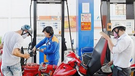 Fuel prices drop simultaneously