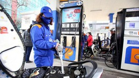 Fuel prices decline by VND500 per liter