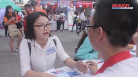 """Hơn 3.000 sinh viên tìm việc tại Ngày hội """"Phỏng vấn - Tuyển dụng"""""""