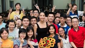 Hoàng Thùy làm diễn giả tại Hội nghị Liên kết Thanh niên Đông Nam Á 2019