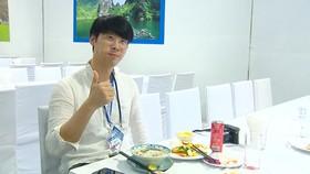 Phóng viên quốc tế hào hứng khi thưởng thức ẩm thực Hà Nội