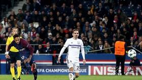 Neymar (trái) ghi bàn nâng tỷ số lên 2 - 0 cho Paris Saint Germain