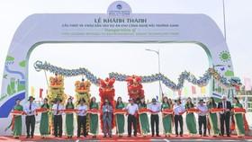 Các đại biểu dự lễ khánh thành cầu VWS1