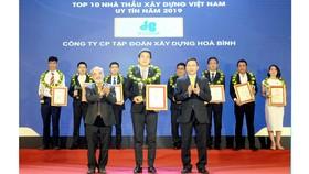 Công ty CP Tập đoàn Xây dựng Hòa Bình 3 năm liêp tiếp đạt Top 10 Nhà thầu Xây dựng uy tín