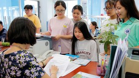 Thí sinh đăng ký xét tuyển vào Trường ĐH Công nghiệp thực phẩm TPHCM