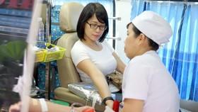 Ngày hội hiến máu tình nguyện tại tòa nhà Báo Sài Gòn Giải Phóng. Ảnh: ĐỨC CƯỜNG