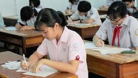 Thi tuyển sinh lớp 10 tại một điểm thi ở TPHCM. Ảnh: HOÀNG HÙNG