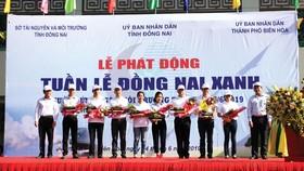 Ông Tsai Ping Hsuan (thứ 4 phải qua) đại diện Vedan tham dự Lễ phát động Tuần lễ Đồng Nai xanh