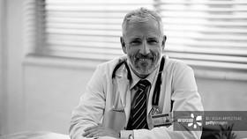 Bệnh xương khớp chữa lâu không khỏi phải làm thế nào?