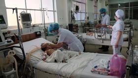 Bệnh nhi đang được điều trị sốt xuất huyết tại Bệnh viện Bệnh Nhiệt đới (TPHCM)