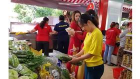 Nhiều cửa hàng tiện lợi phục vụ người lao động