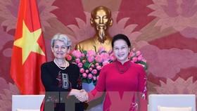 National Assembly Chairwoman Nguyen Thi Kim Ngan (R) welcomes UNESCO Director General Irina Bokova (Photo: VNA)