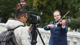 Documentaries of the Russian October Revolution are shot in Russia.