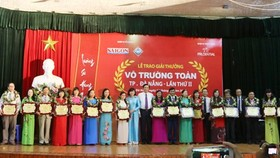 Vo Truong Toan Award honors 20 outstanding teachers in Da Nang. (Photo: Sggp)