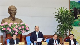 Prime Minister Nguyen Xuan Phuc speaks at the meeting on April 17 to review the coordination between the Government and the presidium of the Vietnam Fatherland Front (Photo: VNA)