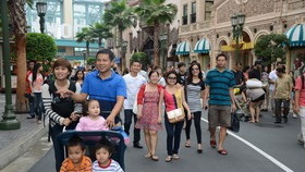 Vietnamese tourists visit Universal Studios Singapore. (Photo: KK)