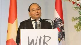 PM Nguyen Xuan Phuc speaks at the forum. (Photo: VNA)