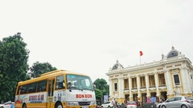 "A new Hanoi exploration tour called ""Bonbon Hanoi"" or ""Bonbon City Tour"" gives visitors a real taste of the history and culture of Hanoi. (Source: vov.vn)"