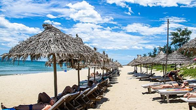 Tourists sunbathe on An Bang Beach in Hoi An (Photo by Shutterstock/minhngoc)