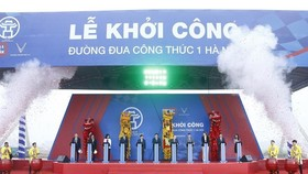 Delegates press button to kick-start construction on Formula One (F1) Hanoi Grand Prix racetrack in Hanoi (Source: VNA)