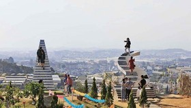 "Two ""Stairway to heaven"" illegal works without permit in Da Lat city"