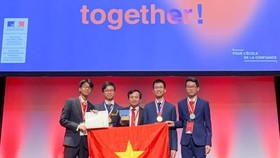 The Vietnamese team ranks fifth at the 51st International Chemistry Olympiad recently held in France (Photo: VNA)