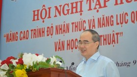 Secretary of HCMC Party Committee Nguyen Thien Nhan speaks in the event.