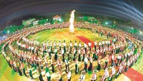 """Local people perform """"xoe"""" dance, which is significant to Thai people, at the Muong Lo festival last year. Photo courtesy of Le Hai Yen."""