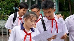 Thí sinh tại điểm thi Trường THCS Chánh Hưng (quận 8) sau bài thi môn Toán, sáng 3-6-2018