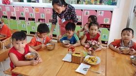 TPHCM: Căn tin không được bán nước ngọt có ga, kiểm tra đột xuất bếp ăn trường học