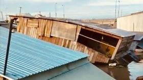 """""""Hà bá"""" nuốt chửng 5 căn nhà tại Đồng Tháp"""