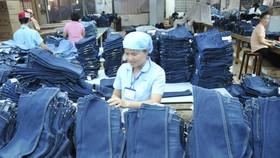 23 người Việt làm việc bằng một người Singapore