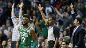 Bóng rổ NBA: Đánh bại ĐKVĐ Warriors, Celtics thắng trận thứ 14 liên tiếp