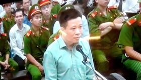 """Cựu chủ tịch OceanBank Hà Văn Thắm xin """"gánh"""" hết tội cấp dưới"""
