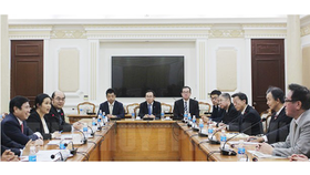 The Ho Chi Minh City People's Committee Chairman Nguyen Thanh Phong receives a delegation of Hokkaido province