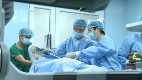 Phẫu thuật nội soi bằng robot: Giúp người Việt yên tâm chữa bệnh trong nước