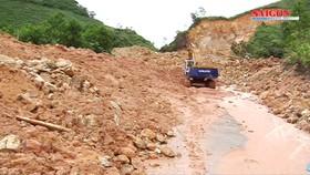 Quảng Ngãi: Quốc lộ 24C và 3 tuyến đường tỉnh vẫn đang tắc đường