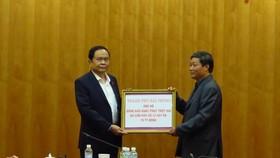 UBND TP Hải Phòng ủng hộ đồng bào bị thiên tai 10 tỷ đồng
