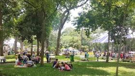 Du khách đến các điểm vui chơi tại TPHCM tăng mạnh