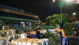 Vất vả trăm phận đời mưu sinh giữa chợ đêm Sài Gòn